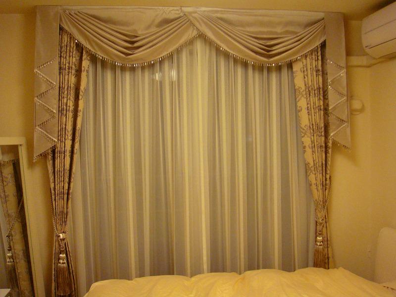 ホテルライク ダマスク伝統柄カーテン