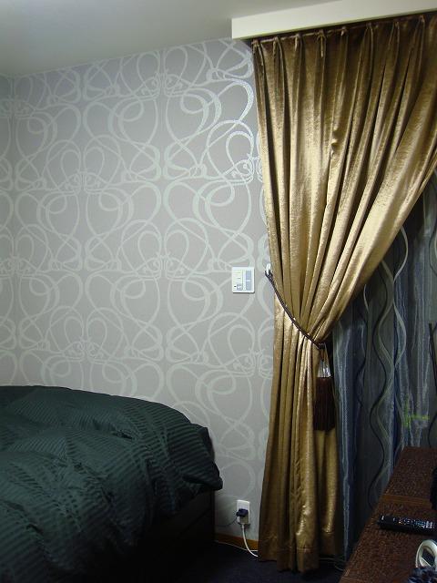 エレガントモダン ゴールドのカーテン