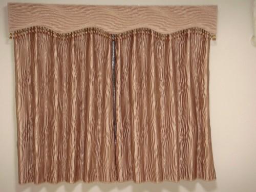 小窓のバランス イギリス製生地 ピンクベージュのカーテン