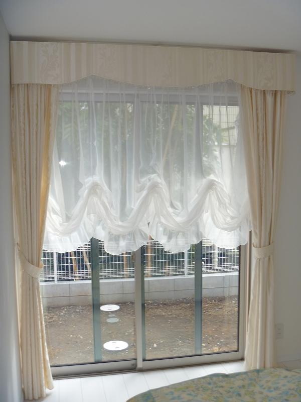 白いカーテン バルーンシェード ホワイトインテリア