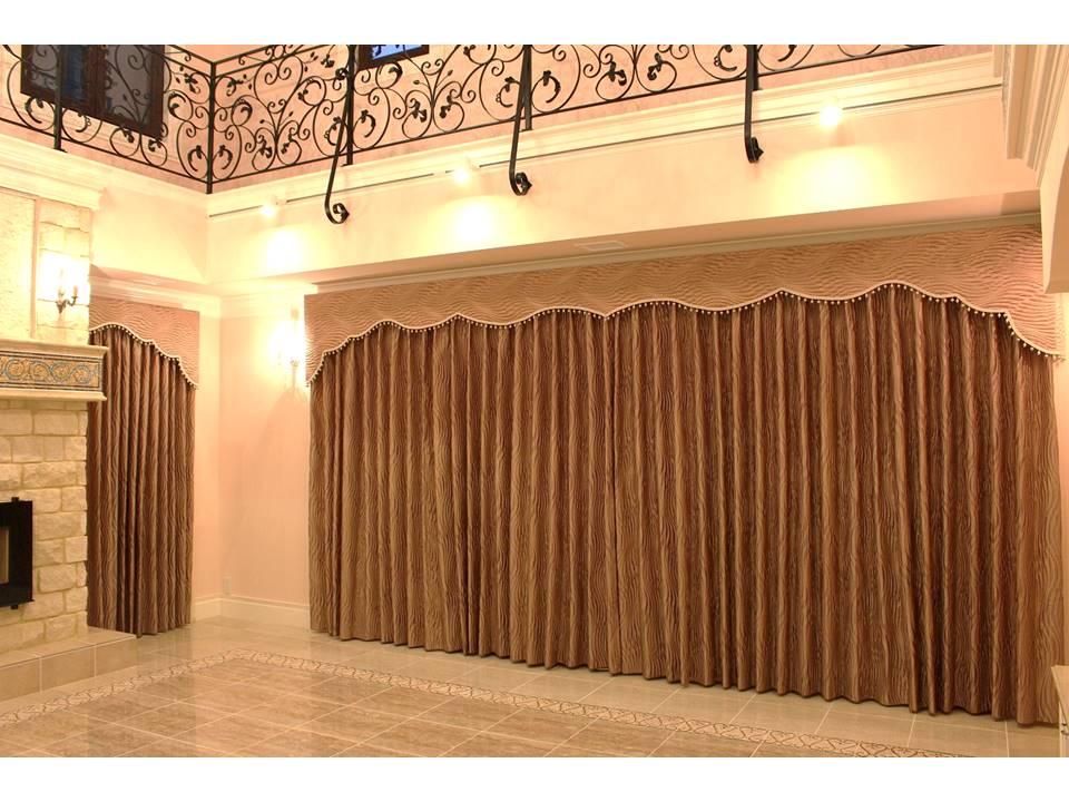 バランス 輸入住宅のカーテン ゴージャスなカーテン