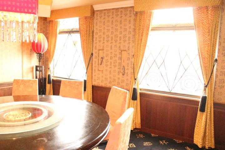 黄色のベルベット 中華レストラン フィスバのカーテン