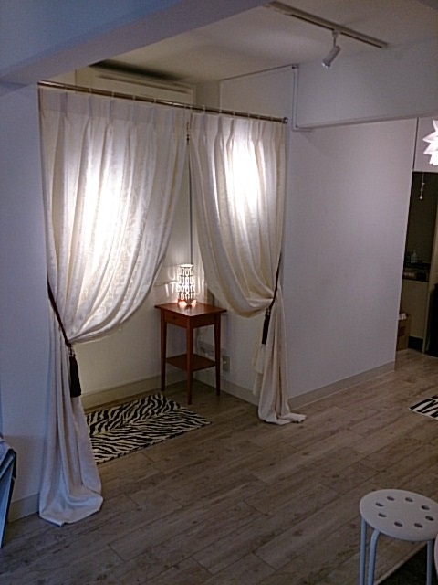 ショップのカーテン 試着室のカーテン 長めの丈