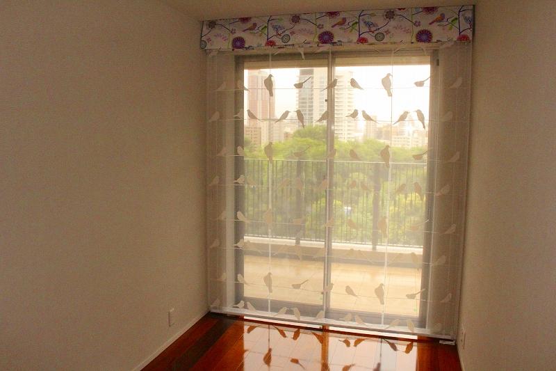 鳥の柄のカーテン 柄を活かしたシェード 子ども部屋のカーテン