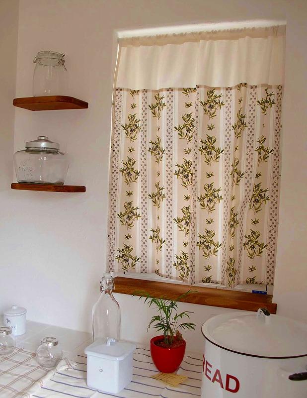 プロバンス風 カーテン 小窓のオシャレカーテン