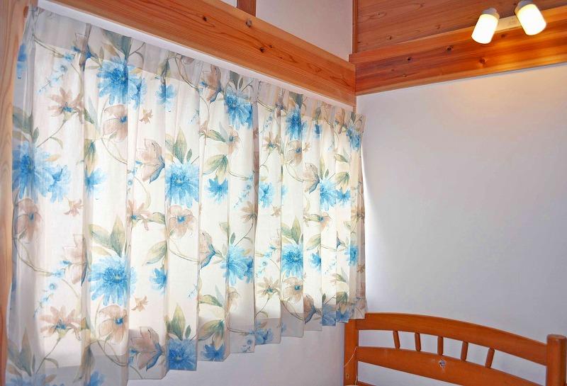 花柄カーテン 小窓カーテン
