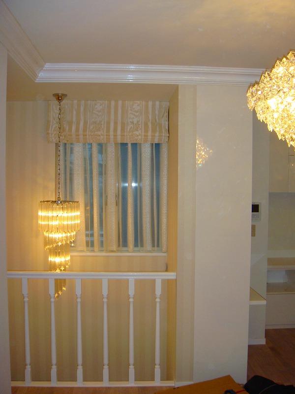階段吹き抜けのカーテン シェードスタイル