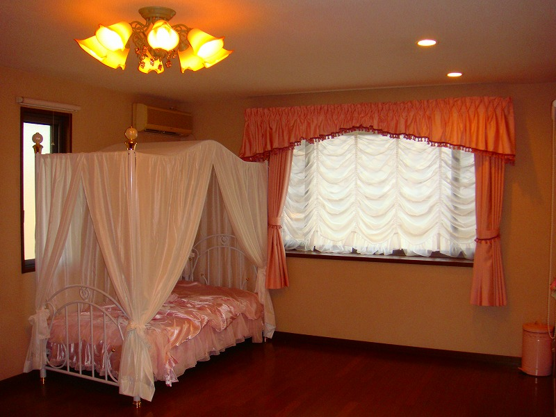 可愛いカーテン 女の子の部屋 ロマンチック