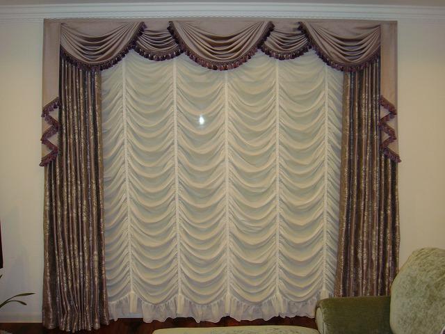 オーストリアンシェード スワッグバランス パープルのカーテン