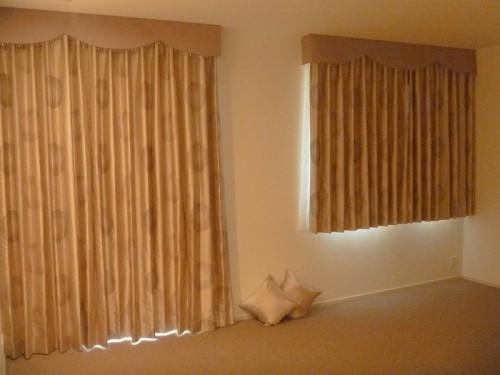 ボンディングバランス 大柄のカーテン 同柄クッション