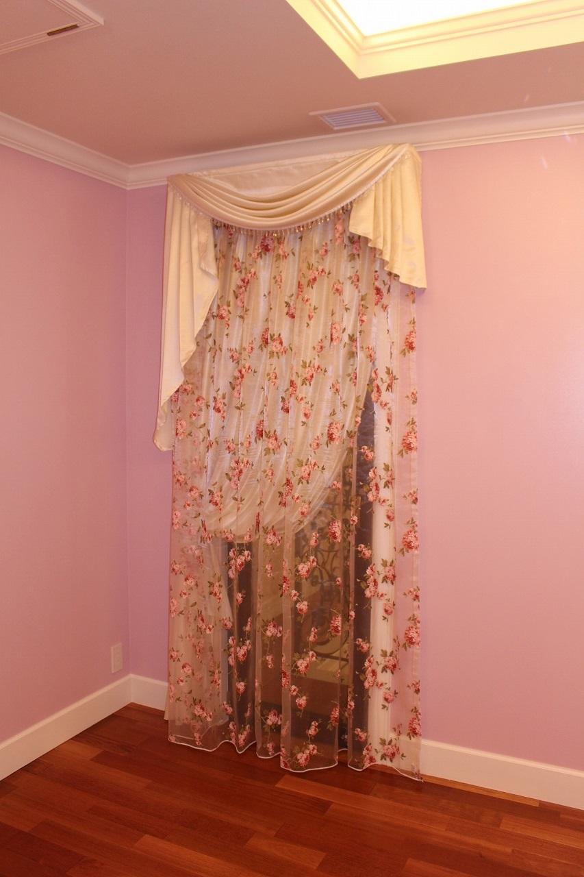 バラ柄のカーテン バラの花のレース 輸入住宅のカーテン
