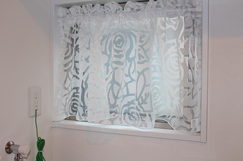 小窓のカーテン イタリア製レース バラ柄