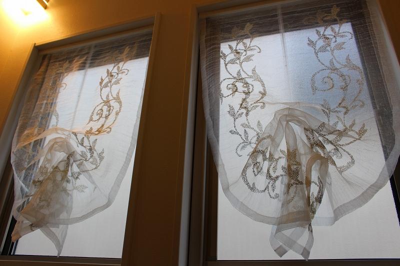 小窓のカーテン ムーススタイル イタリア製生地