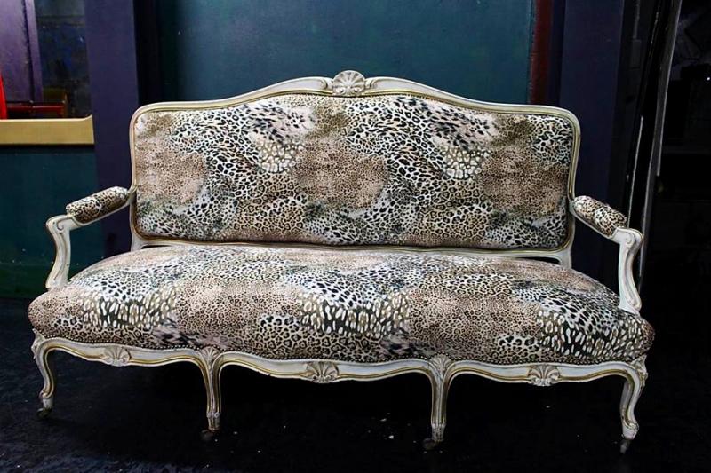 ヨーロッパのカーテン 椅子の張り替え アニマル柄