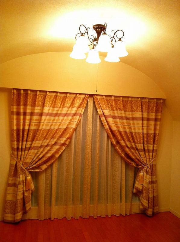 パープル ネイルサロンのお部屋にスィートカーテン