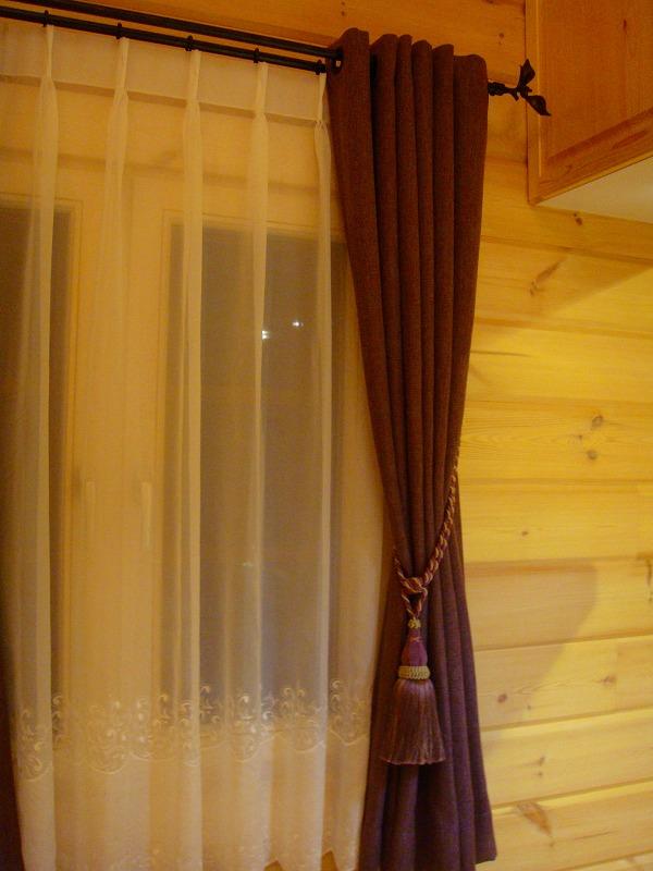 ログハウスのカーテン