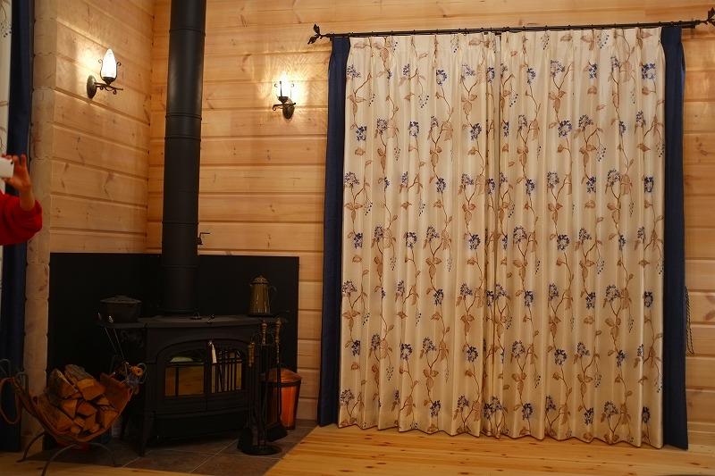 ログハウス別荘 カーテン