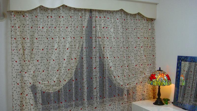 小花柄カーテン