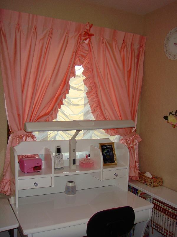 ピンクのカーテン 姫系スタイル ふりふりのカーテン