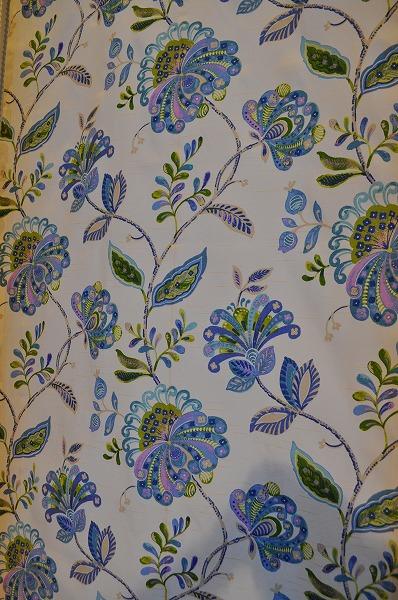 ハンガリー 花柄 ブルーのカーテン