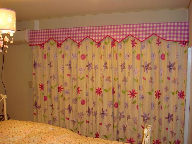 ギンガムチェック 花柄 女の子の部屋
