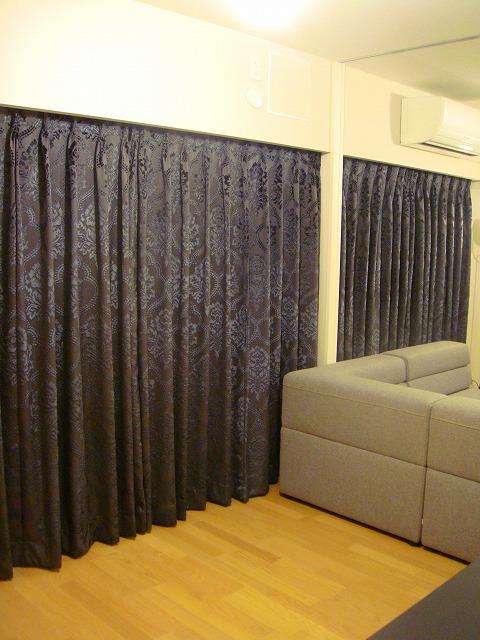 ダマスク柄 イタリア製 黒のカーテン
