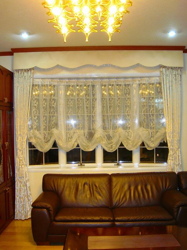 イタリア製のカーテン バルーンシェード 出窓