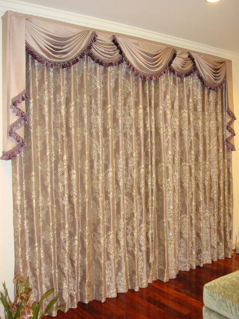 パープルのカーテン スワッグ&テール 上質なカーテン