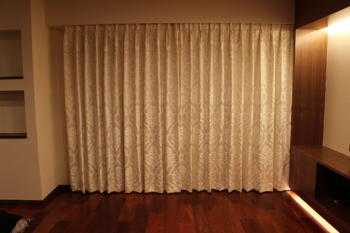 イタリア製カーテン ダマスク柄 白いカーテン