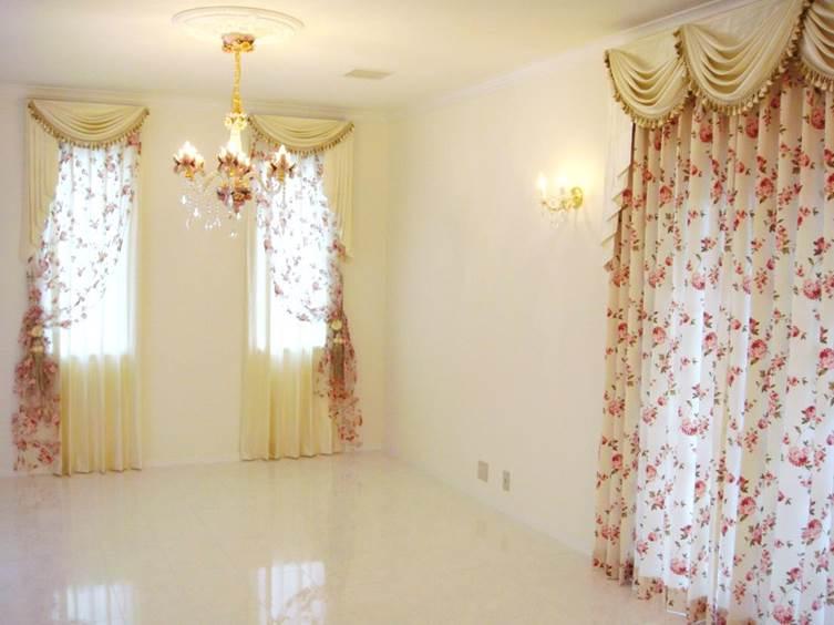 スワッグ&テール バラ柄のレース 輸入住宅のカーテン