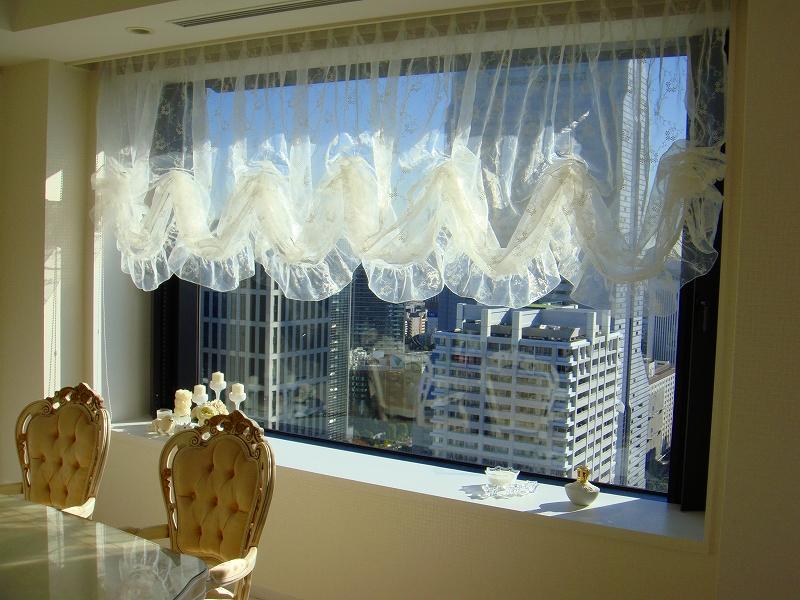 バルーンシェード タワーマンションのカーテン ホワイトインテリア