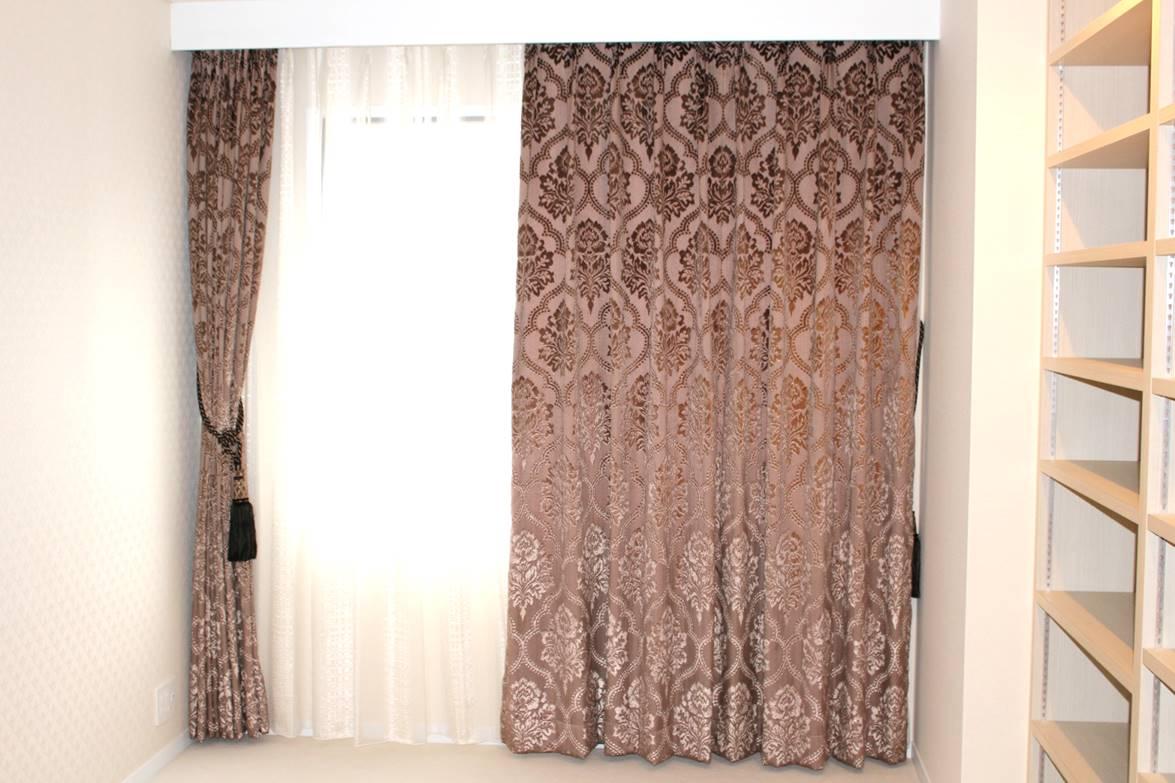 イタリア製カーテン ダマスク柄 ラグジュアリーなカーテン