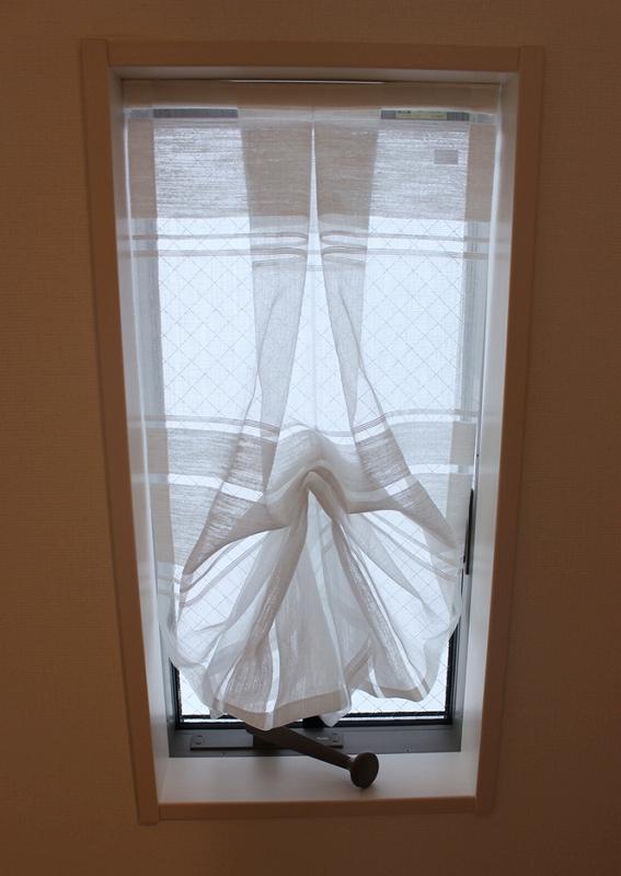 オーダーカーテン ヨーロッパのカーテン 小窓