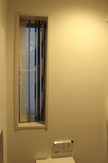 オーダーカーテン 小窓 トイレの窓