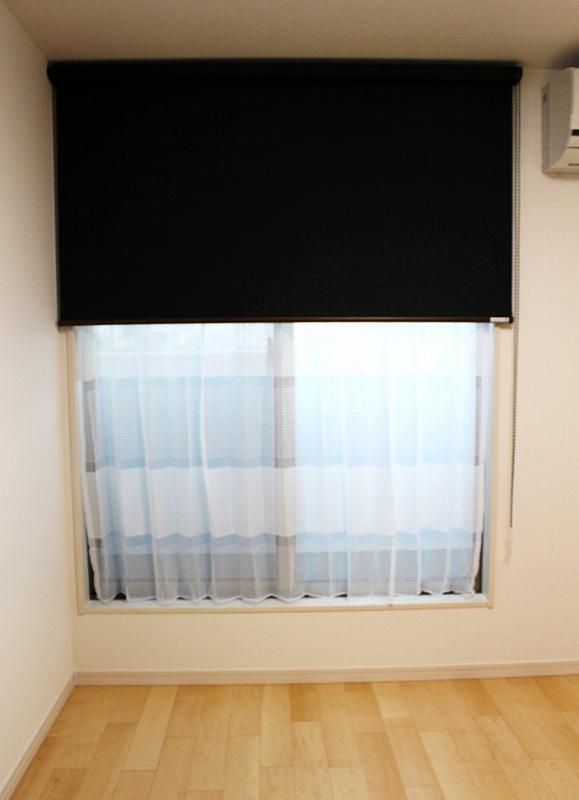 オーダーカーテン 遮光ロールスクリーン 小窓