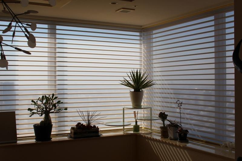 ハンターダグラス モダンシンプルなインテリア 遮光カーテン