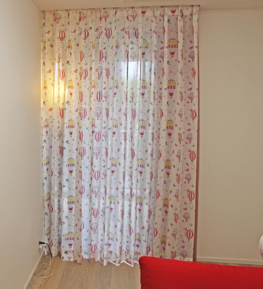 ヨーロッパ オーダーカーテン 子供部屋