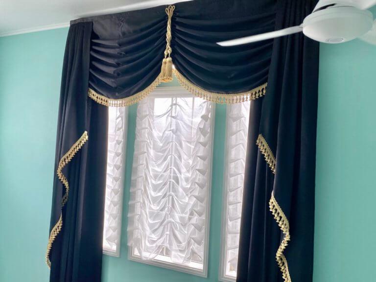 ホテルのような吹き抜けカーテン