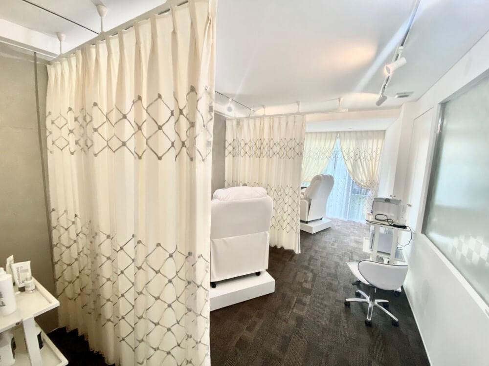 エステサロンのカーテン 店舗デザイン