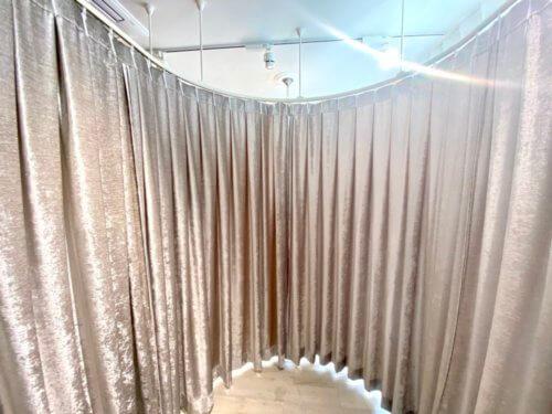 エステサロンのカーテン ピンクのカーテン
